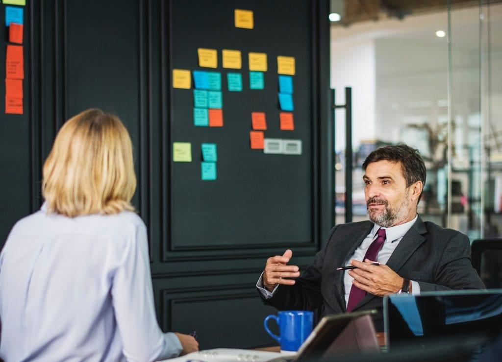 bureaucratie binnen bedrijf stagneert voortgang